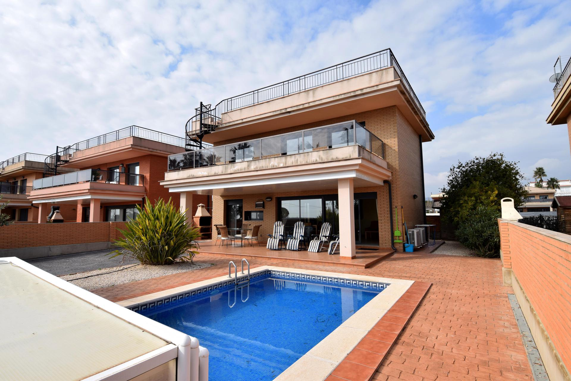 Chalet -                                       L´ampolla -                                       3 bedrooms -                                       7 persons